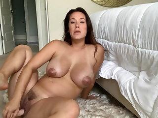 Eva Lovia