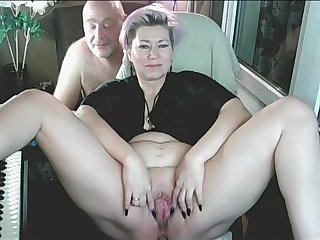 Spanking Addams-Family couple webcams invite you to their bedroom ))