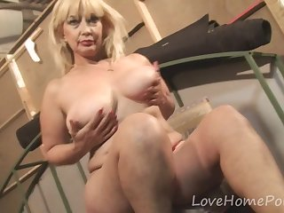Matures Mature blonde seduces her neighbor with her outfit